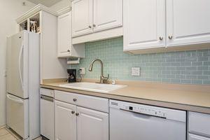 Kitchen4922 N Sherman Ave D Photo 11