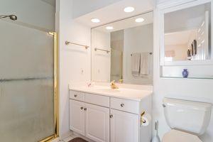 Bathroom4922 N Sherman Ave D Photo 22