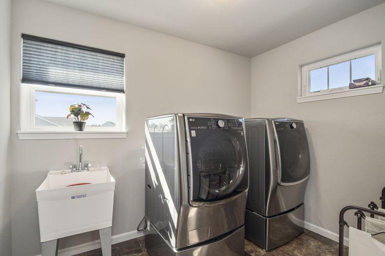 Laundry Room Photo #18