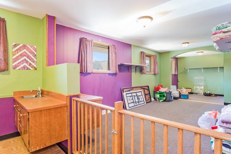 Bedroom Photo #9
