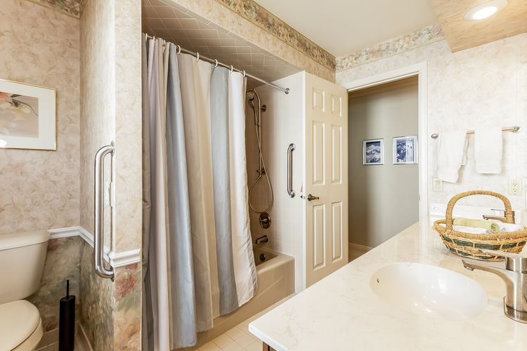 027-photo-bathroom-7073089.jpg Photo #27