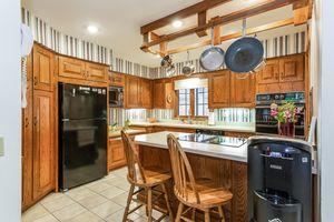 008-photo-kitchen-7073015.jpg5 Southwick Cir Photo 8