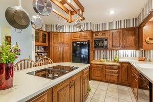 009-photo-kitchen-7073016.jpg5 Southwick Cir Photo 9