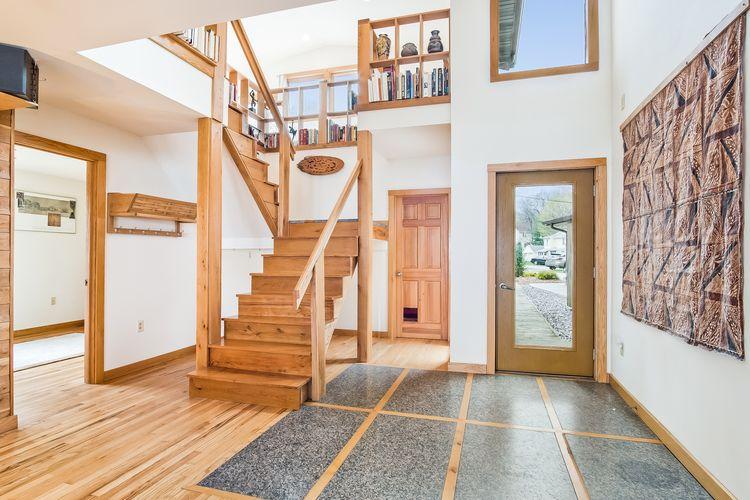 Foyer Photo #1