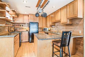 Kitchen2874 Lakeside St Photo 12