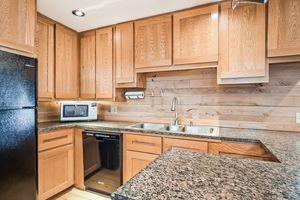 Kitchen2874 Lakeside St Photo 14