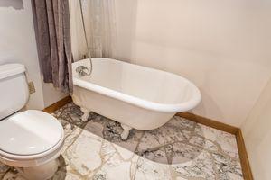 Bathroom2874 Lakeside St Photo 24