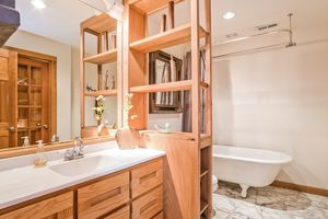 Bathroom2874 Lakeside St Photo 25