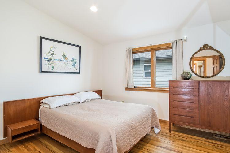 Bedroom Photo #36