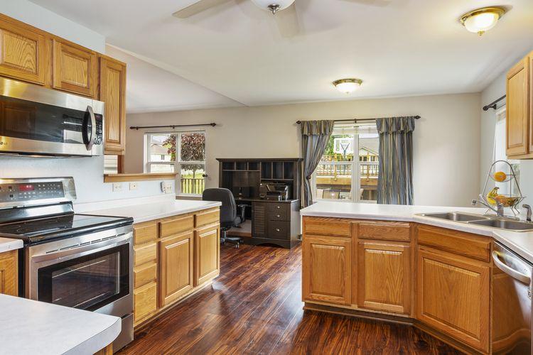 Kitchen Area Photo #10