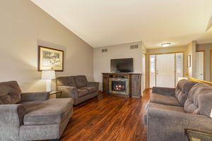 Living Room525 Lexington Dr Photo 4