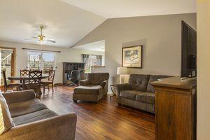 Living Room525 Lexington Dr Photo 5
