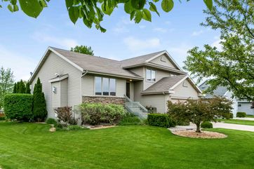 7326 Secret Bluff Dr Madison, WI 53719 - Image 1