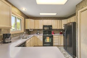 006-photo-kitchen-7123427.jpg1101 Spahn Dr Photo 6