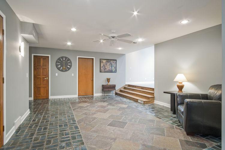 Foyer Photo #3