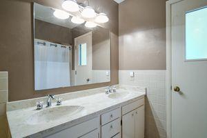 Bathroom5802 WINNEQUAH RD Photo 36