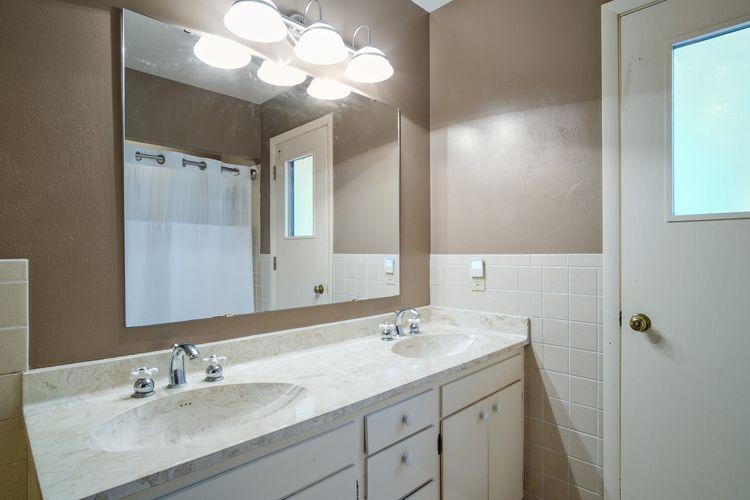 Bathroom Photo #36