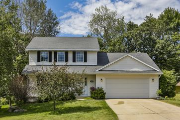 1624 Erin Hill Stoughton, WI 53589 - Image 1