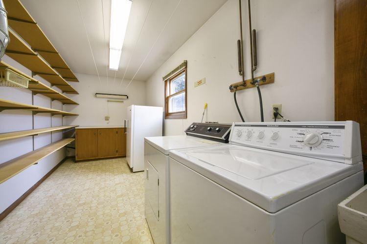 Laundry Room Photo #14