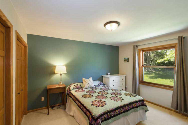Bedroom Photo #13