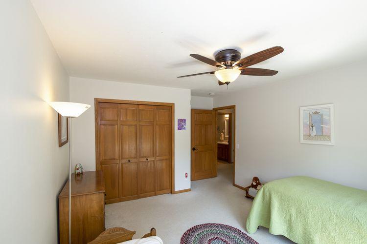 Bedroom Photo #21