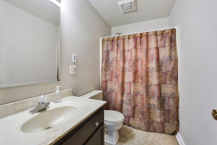 012-photo-family-room-7386171.jpg Photo #12