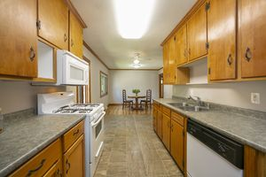 007-photo-nice-kitchen-7386149.jpg200 Acacia Ln Photo 7