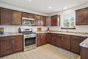 Kitchen610 Meadowview Ln Photo 9