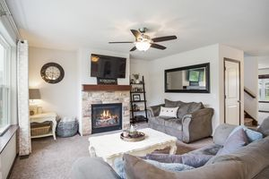 Living Room610 Meadowview Ln Photo 14