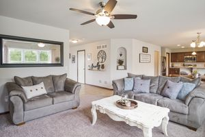Living Room610 Meadowview Ln Photo 15