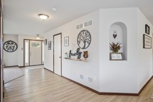 Hallway610 Meadowview Ln Photo 16