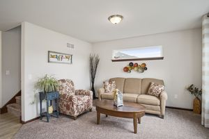 Flex Room610 Meadowview Ln Photo 4
