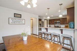 Dining Area610 Meadowview Ln Photo 7