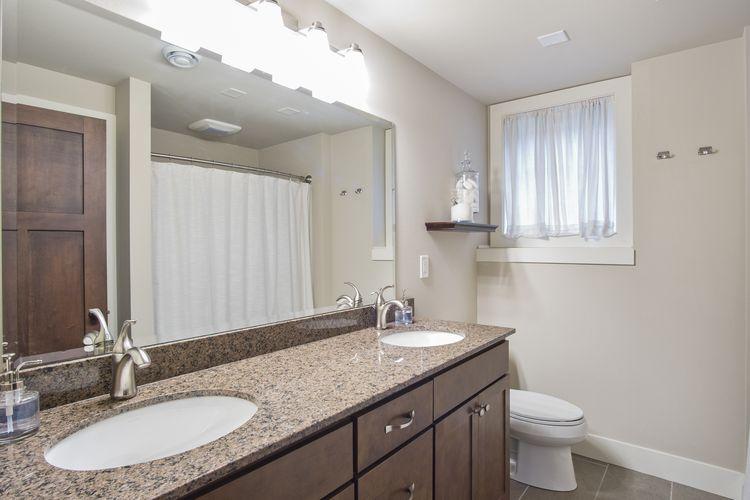 Bathroom Photo #25
