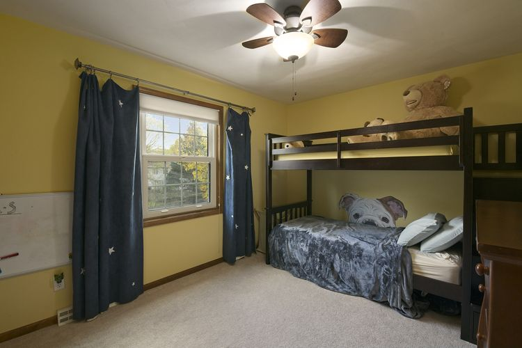 Bedroom Photo #15