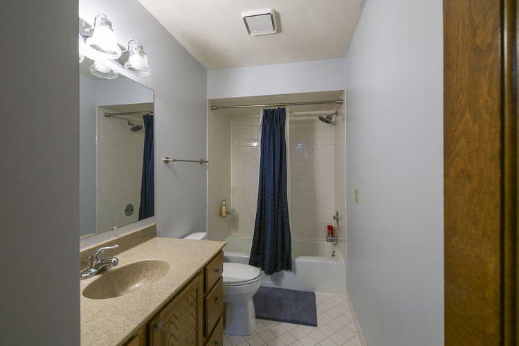 018-photo-bathroom-7689025.jpg Photo #18