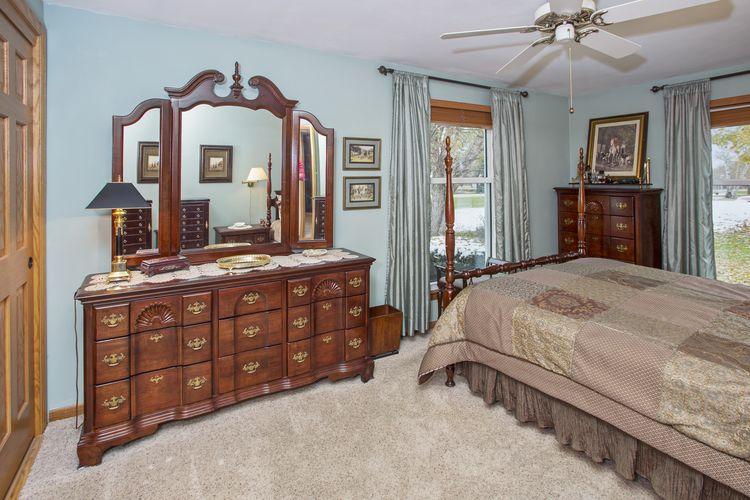 Bedroom Photo #16