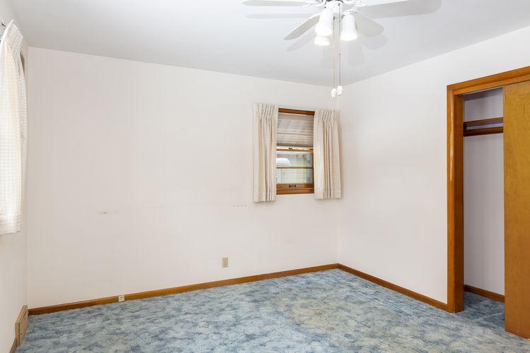 Bedroom Photo #12