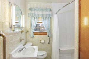 Bathroom4103 Drexel Ave Photo 15