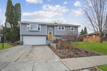 820 S Perry Pky Oregon, WI 53575 - Image 1