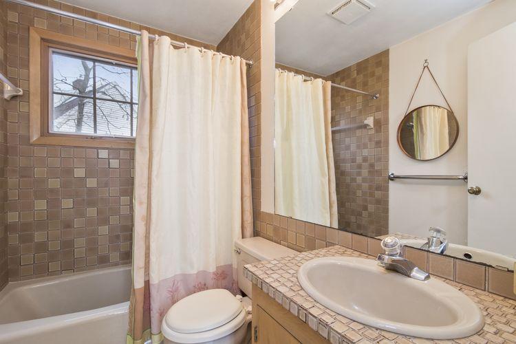Bathroom Photo #14