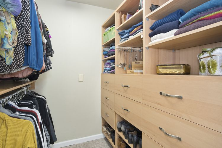 Walk In Closet Photo #18