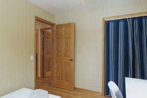 Bedroom6812 Franklin Ave Photo 18