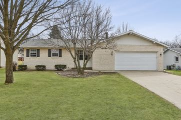 9 Ranch House Ln Madison, WI 53716 - Image