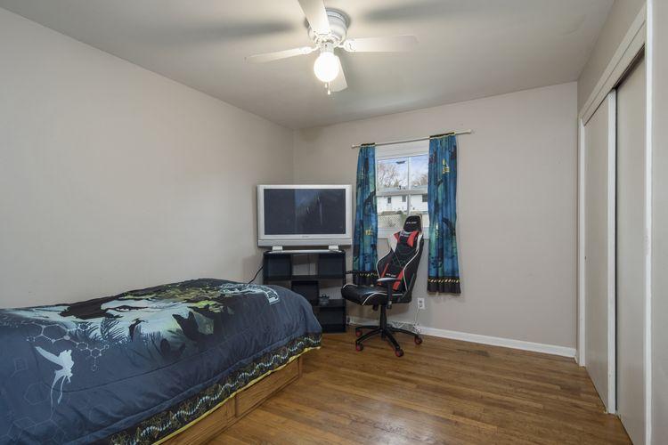 Bedroom Photo #11