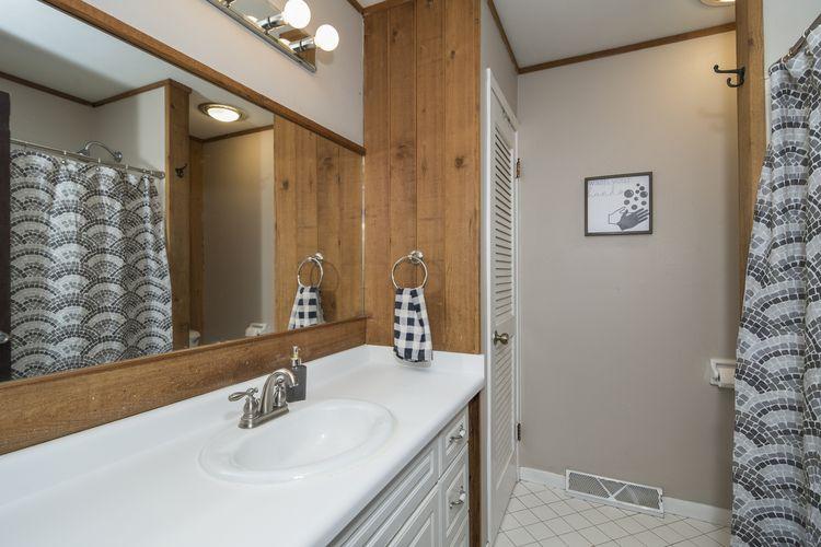 Bathroom Photo #12