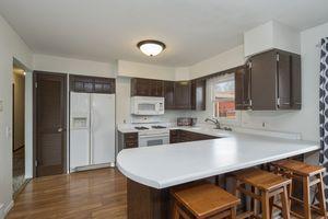 Kitchen900 Roosevelt St Photo 4