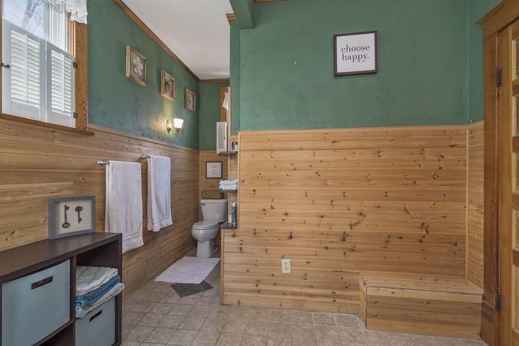 Bathroom Photo #15