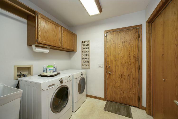 Laundry Room Photo #17