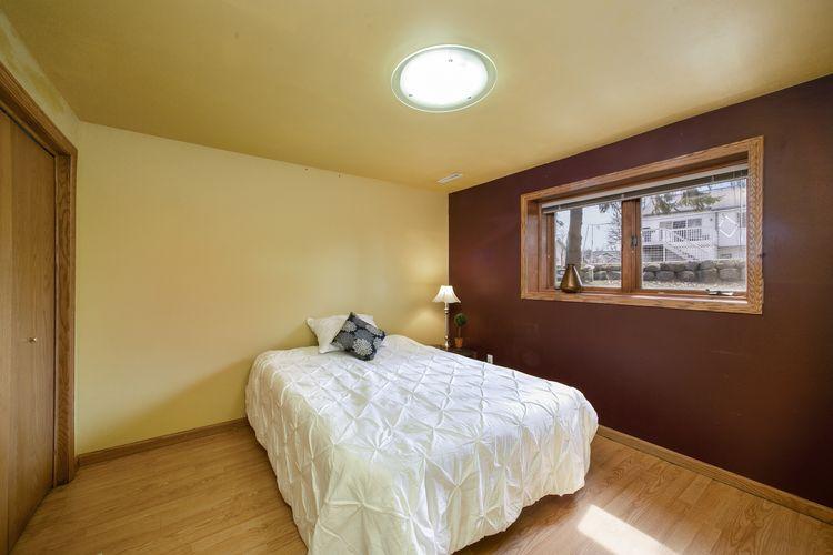 Bedroom Photo #28